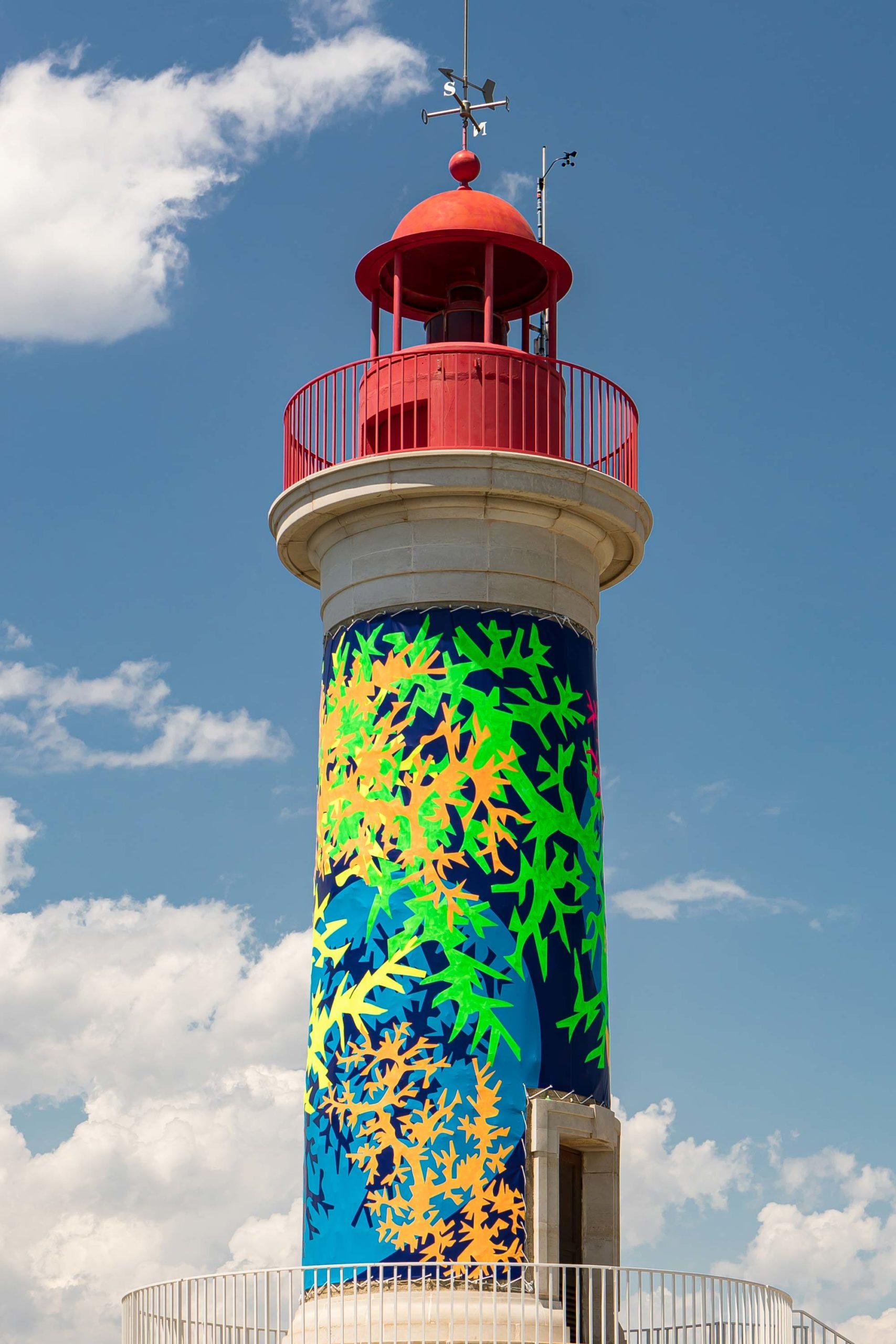 phare rouge saint tropez décoration